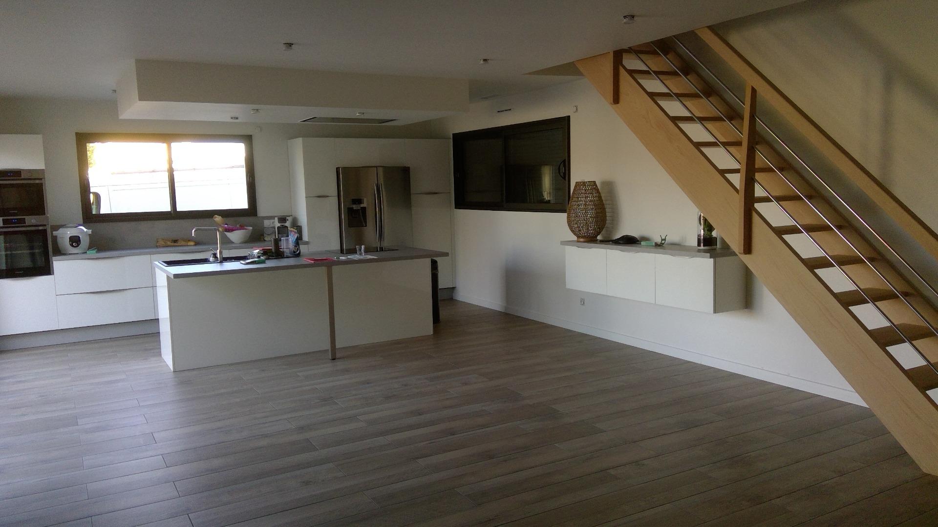 Construction de salon-séjour et escalier étage près de Bordeaux